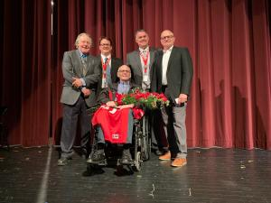 Mark Quinlan, center, in wheel chair with John Eret, Tom Breuning, Brian Dietz and Brian Hegseth