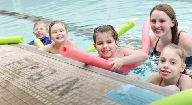 students in swimming lessons with an instructor